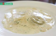 Melt the butter, sprinkle over with flour and continually stir in a cold milk. White Sauce, Cheeseburger Chowder, Stew, Good Food, Food And Drink, Pudding, Healthy Recipes, Cooking, Ethnic Recipes