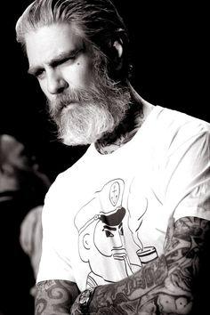 Découvrez une sélection des plus belles barbes de hipsters du moments vues sur Pinterest.