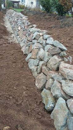 Stone walls garden, Backyard landscaping, Rock retaining wall, Garden wall, Garden steps, Yard landscaping - staudengarten daum Trockenmauer aus Diabas Bruchsteinen direkt aus dem Steinbr - #Stonewalls #garden