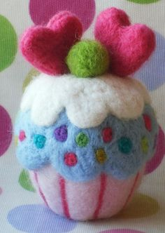 needle felted cupcake by loopy lou designs, via Flickr, pattern available at www.loopyloudesigns.com