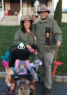 Mom Dad and Baby safari themed Halloween costume. This is Charlottes first Halloween at 2 months old! We decorated her stroller with all her favorite animal friends and dressed her as a baby elephant with my husband and I as safari guides! Stroller Halloween Costumes, Stroller Costume, Baby First Halloween Costume, Themed Halloween Costumes, Halloween Costume Contest, Baby Costumes, Halloween 2018, Halloween Outfits, Costume Ideas
