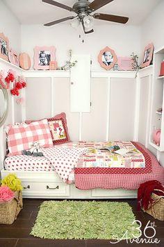 Super cute decor ideas for a small bedroom! the36thavenue.com