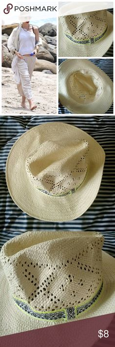 🌴CUTE🌴 Hat One Size New, never worn straw fedora in great condition. Perfect for casual days. American Eagle Outfitters Accessories Hats