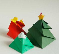 Create a beautiful and unique package for small, lightweight gifts with this Christmas Tree Origami Gift Box. This simple tutorial will show you how to make an origami box in a matter of minutes. Diy Origami, Origami Simple, Origami Gift Box, Origami Wedding, Origami Bookmark, How To Make Origami, Useful Origami, Origami Paper, Dollar Origami