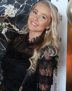 """Martine Lunde Aarsrud on Instagram: """"ANNONSE @mockberg I samarbeid med MOCKBERG sin julekalender, skal jeg nå få lov til å dele ut enda en klokke jeg designet😍For å delta: 1.…"""" Lund, Long Hair Styles, Beauty, Design, Long Hairstyle, Long Haircuts, Long Hair Cuts, Beauty Illustration"""