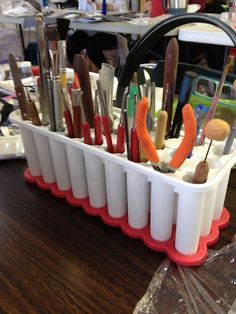 month's tip – Use a popsicle maker tray to hold tools! Use a popsicle maker tray to hold tools! Use this ice try as a tool holder. Simple and inexpensive, plus you can move it around easily. Bead Storage, Craft Room Storage, Tool Storage, Diy Storage, Jewellery Storage, Craft Rooms, Storage Ideas, Do It Yourself Jewelry, Do It Yourself Home