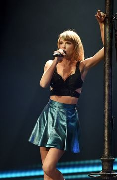 Taylor performing New Romantics during the 1989 World Tour in St. Paul night one! Taylor Swift Gallery, Taylor Swift Web, Taylor Swift Pictures, Taylor Alison Swift, Swift Tour, The 1989 World Tour, 1989 Tour, New Romantics, Leather Skirt