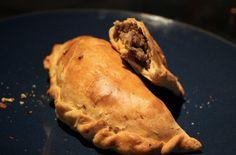 30 главных национальных блюд разных стран мира. Пирожок с различными начинками популярен во всей Латинской Америке. В чили же это блюдо считается национальным. Классический пирожок начиняют мелко нарезанной говядиной с луком и оливками.