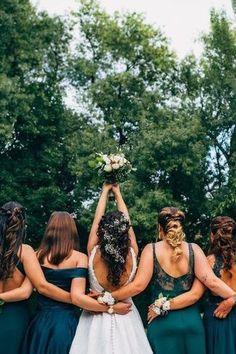 A estação mais apaixonante de sempre chega para brindar o vosso dia de euforia e romantismo. Abracem a magia do outono com as propostas mais felizes!  #casamento #propostas #decoração #outono #ideias #cores #vestido #noivos #intimista #leandrogrumetefoto #casamentospt The Knot, Look, Couple Photos, Blush Fall Wedding, Cushion Wedding Bands, Wedding Cake Simple, Grooms, Bridesmaids, Fotografia