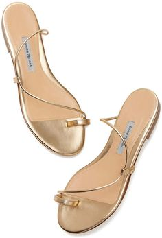 Surf ladies sport sandals, good water shoes, & more made for high level of comfort & longevity. Zapatos Shoes, Shoes Flats Sandals, Sport Sandals, Pretty Shoes, Cute Shoes, Business Casual Outfits For Women, Fashion Sandals, Casual Shoes, Footwear