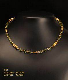Collar, manilla y aretes  cubo pequeño cristal checo verde oliva y separadores precolombinos baño oro 24K de TESOROSPRECOLOMBINO en Etsy