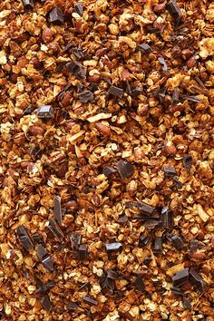 Simple, super crispy Almond Joy Granola with shredded coconut, almonds, toasty rolled oats, and specks of dark chocolate! Vegan and gluten-free. What's For Breakfast, Breakfast Recipes, Baker Recipes, Cooking Recipes, Granola Bars, Granola Clusters, Biscuits, Minimalist Baker, Almond Joy
