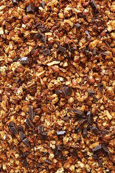 SALTY-SWEET Almond Joy Granola! Crispy oats and almonds, coconut flakes and dark chocolate! #vegan,