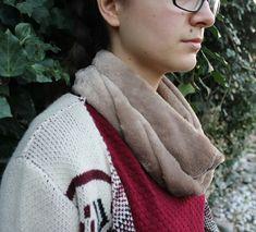 #autumn #scarf #sewing #handmade #brown #streetstyle Winter Hats, Street Style, Autumn, Sewing, Brown, Handmade, Crafts, Fashion, Moda