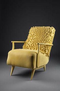 Poltrona anos 50, laqueada em esmalte fosco. Estofado em tricô com aplicações em relevo de crochet.  http://www.reginamisk.com.br https://www.facebook.com/inventivebureau