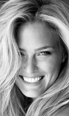 7 Best Teeth Whitening Products -- and the 2 Worst, See which teeth whitening products made our testers smile -- and which made them want to flee to a dentist! Teeth Whitening Remedies, Natural Teeth Whitening, Beauty Portrait, Black And White Portraits, Beautiful Smile, Beautiful People, Beautiful Women, Smile Face, Fine Hair