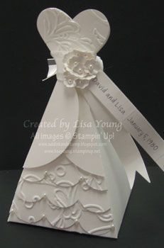 Tutorial for this papercraft bride dress box.  Actually not that hard to make. Gorgeous.