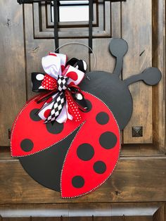 26 Easy DIY Fall Decoration for Mother's Lady Bug, Ladybug Crafts, Burlap Door Hangers, Wooden Cutouts, Spring Door, Front Door Decor, Diy Door, Easter Wreaths, Summer Crafts