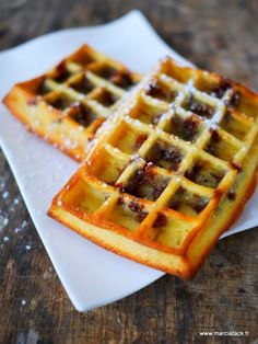 Gaufres moelleuses aux pépites de chocolat Waffle Recipes, Brunch Recipes, Sweet Recipes, Dessert Recipes, Thermomix Desserts, Easy Desserts, Beignets, Waffles, Pancakes