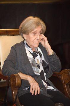 Carmina Virgili i Rodón (1927 - 2014) fue una geóloga, gestora científica y política española. Era doctora en Ciencias Naturales por la Universidad de Barcelona desde 1956. Se especializó en sedimentología y estratigrafía del Triásico y del Pérmico. Fue profesora de la Facultad de Ciencias Geológicas e investigadora del CSIC. Obtuvo la cátedra de Estratigrafía de la Universidad de Oviedo —fue la primera mujer catedrática de dicha universidad, y la tercera de España—.