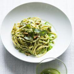 Linguine au pesto chèvre, menthe, basilic Lasagne Au Pesto, No Salt Recipes, Pasta, Vegetarian Recipes, Food Porn, Food And Drink, Low Carb, Dinner, Cooking
