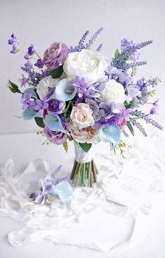 New Wedding Colors Purple Floral Arrangements 46 Ideas Lavender Bouquet, Purple Wedding Bouquets, Bride Bouquets, Flower Bouquet Wedding, Floral Bouquets, Floral Wedding, Wedding Colors, Trendy Wedding, Wedding Ideas