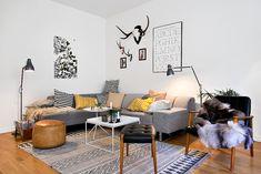 Rymligt vardagsrum med plats för många i soffan