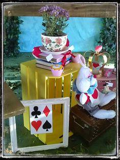 Olha que amor esta Festa Alice no Pais das Maravilhas!Pura inspiração, vocês não acham???Imagens Ateliê Sonho de Festa.Lindas ideias e muita inspiração.Bjs, Fabíola Teles.Mais ideias lindas...