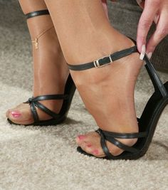 The Dos And Dont's Of Heels In The Office