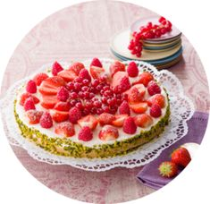 Wer kann schon frischen, süssen Früchtchen in Kombination mit Käse widerstehen? Deine Mutter bestimmt auch nicht! Waffles, Breakfast, Food, Tomato And Cheese, Stuffed Potatoes, Strawberry Pie, Red Berries, Cooking Together, Cheese Recipes