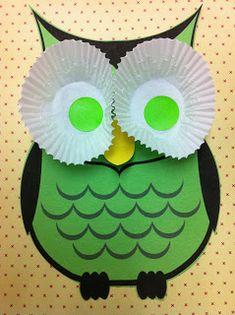 Uiltje verven en de ogen van cupcakevormpjes.. Hang de uilen aan een tak uit het bos