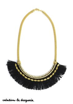 Ce collier noir et doré est parfait pour avoir un look de fête ! #ladroguerie #bijoux #collier