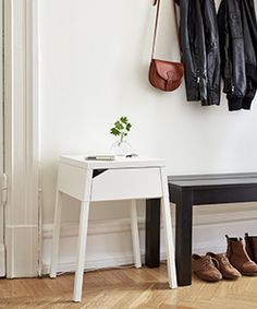 Wall Cabinet (picture by Ikea) Apartment Entryway, Apartment Living, Studio Apartment, Ikea New, Condo Bedroom, Hallway Furniture, Diy Furniture, Room Of One's Own, Interior Decorating