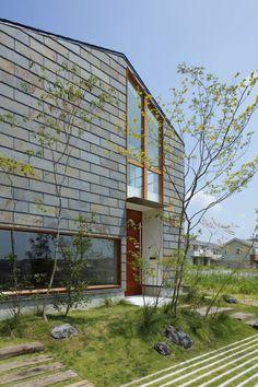 FREIHEIT Shop Facade, Facade House, Facade Design, House Design, Japanese Plants, Roof Shapes, Summer Cabins, House Entrance, Japanese House