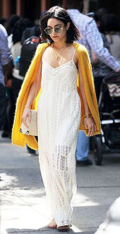vanessahudgensfashionstyle: Vanessa Hudgens out and about in NYC (May mode style Estilo Vanessa Hudgens, Vanessa Hudgens Style, Bohemian Mode, Boho Chic, Look Boho, Style Outfits, White Maxi Dresses, Lace Dress, Boho Dress