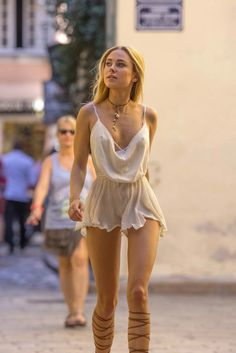 Kimberley Garner accidentally flashes her peachy bum on shopping trip in St Tropez Sexy Outfits, Sexy Dresses, Fashion Outfits, Womens Fashion, Kimberley Garner, Estilo Glamour, Beautiful Female Celebrities, Look Girl, Shorty