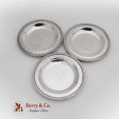 Japanese 950 sterling silver set of three round butter pats or dishes having hammered surface and decorated with banded rims. Hammered Silver, Antique Silver, Sterling Silver, Dish Sets, Butter, Surface, Japanese, Band, Tableware