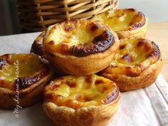 Premier essai adopté ! Je me suis attaquée au symbole de la pâtisserie portugaise : les pastéis de nata, mes papilles en demandent encore !