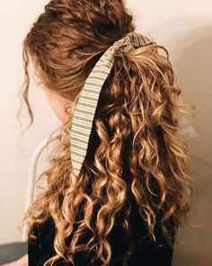 45 ways to style hair scarf, head scarf styles for short hair, how to wear a hair scarf ponytail, head scarf wrapping styles, hair scarf trend 2019 scarf hairstyles for long hair Spring Hairstyles, Ponytail Hairstyles, Pretty Hairstyles, Naturally Curly Hairstyles, Curly Hair Ponytail, Men Hairstyles, Hairstyle Ideas, Naturally Wavy Hair, Natural Wavy Hairstyles