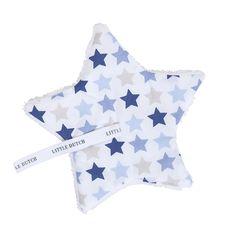 Mit diesem niedlichen Schnullertuch von Little Dutch hat Ihr Baby etwas kuschelig weiches zum Anfassen und Anschmiegen. Es besteht aus Baumwolle und weichem Fleece. Das Schnullertuch wurde mit tollen bunten Sternen verziert. Maße:...