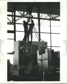 1984 Press Photo International Machine Tool Show Workers