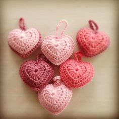 Mooi cadeautje voor iemand die je lief vindt! #crochet #keychain #sleutelhanger