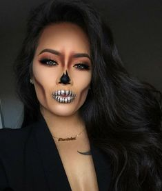 These Halloween make-up that can be made with makeup .- These Halloween make-up that can be achieved with makeup that we already have - Cute Halloween Makeup, Halloween Makeup Looks, Halloween Halloween, Halloween Inspo, Halloween Makeup Artist, Sugar Skull Halloween, Diy Halloween Costumes For Women, Couple Halloween, Hallowen Schminke