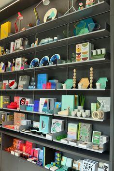 London Design Week: Kensington High Street Has a Design Museum shop London Design Festival Decorex 2016 London Design Stores #Londondesignweek #vitraretail #DesignMuseum Find more at:https://brabbu.com/blog/