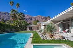 Mid-century architecture: Let's get inspired by the best mid-century modern architecture examples in Palm Springs, California! Palm Springs California, Palm Springs Häuser, Palm Springs Style, California Houses, Mid Century House, Spring Home, Mid Century Modern Design, Architectural Digest, The Ranch