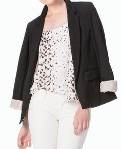 #Marquis Enfúndate un blazer negro sobre la blusa estampada. Es un clásico que siempre funciona. #AnimalPrint #BlusasTrend
