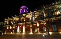 Centro Cultural del Bicentenario Santiago del Estero.  Imagen del antiguo edificio construido en 1.866 como sede del Gobierno Provincial.  Es el principal de los tres accesos con los que cuenta el CCB.