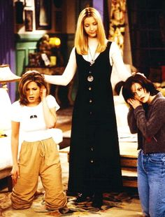 Serie Friends.  Monica Geller (Courteney Cox), Rachel Green (Jennifer Aniston) and Phoebe Buffay (Lisa Kudrow).