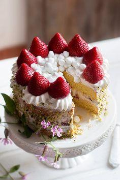 Torta panna e fragole facile e veloce - Ricetta Torta panna e fragole