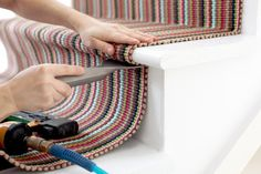 How to install a dash and albert stair runner D House, House Stairs, Carpet Stairs, Hallway Carpet, Hallway Flooring, Stair Runner Installation, Carpet Installation, Staircase Remodel, Staircase Makeover